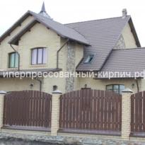 дом выложен из кирпича слоновая кость