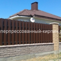 Кирпич желтый забор фото