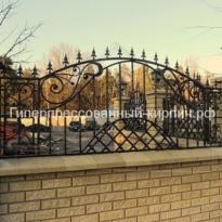 забор из еврокирпича с ковкой