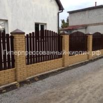 кирпич желтый мраморный на забор