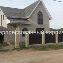 дом и забор из кирпича скала гиперпрессованный
